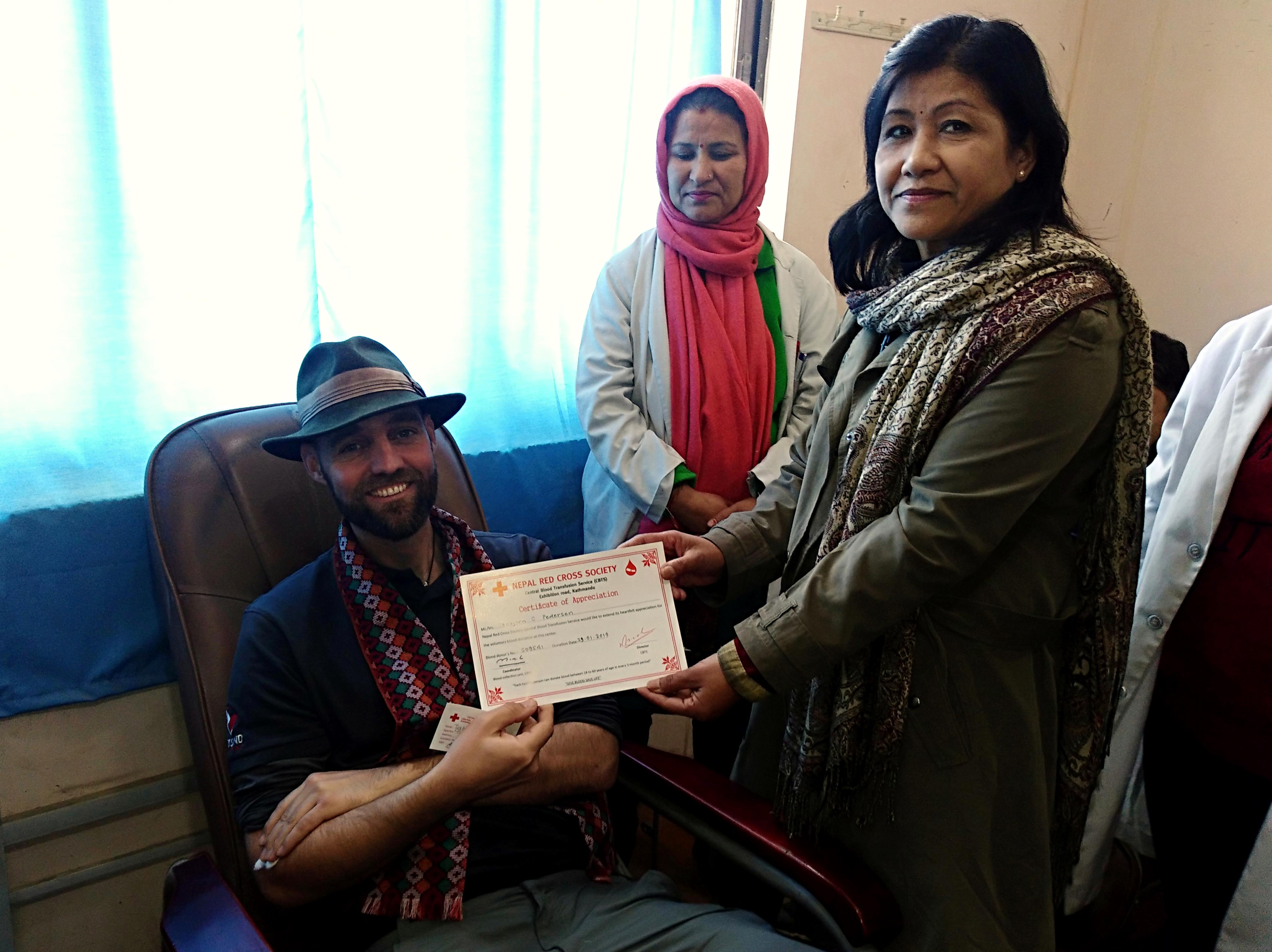 6 Thor Receives blood donation certificate